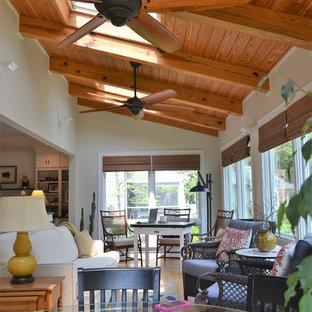 Inspiration för ett vintage uterum, med ljust trägolv och takfönster