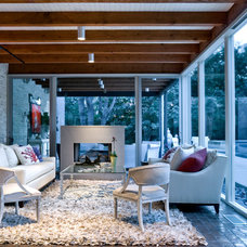 Midcentury Sunroom by Bernbaum-Magadini Architects