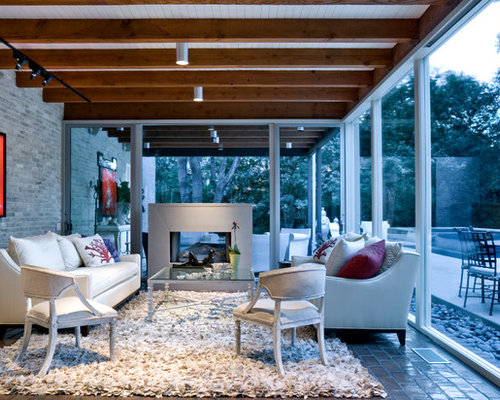 Midcentury sunroom design ideas remodels photos for Proiettato in veranda con camino