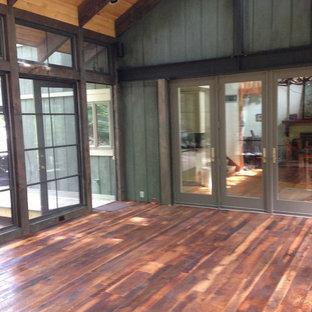Vérandas avec un sol en bois foncé et un poêle à bois : Photos et ...