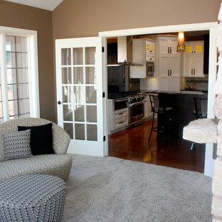 Esempio di una veranda classica di medie dimensioni con moquette