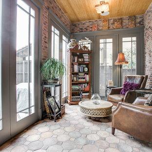Imagen de galería de estilo americano, de tamaño medio, sin chimenea, con techo estándar, suelo beige y suelo de cemento