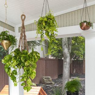 Idées déco pour une véranda rétro de taille moyenne avec un plafond standard, un sol en bois brun et aucune cheminée.