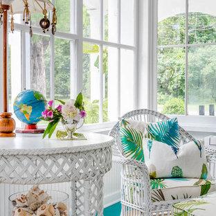 Ispirazione per una veranda stile shabby con pavimento in legno verniciato, soffitto classico e pavimento turchese