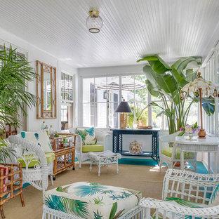 Immagine di una veranda shabby-chic style con pavimento in legno verniciato, soffitto classico e pavimento turchese