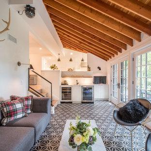 Exemple d'une grand véranda moderne avec un sol en carrelage de céramique, un plafond standard et un sol multicolore.
