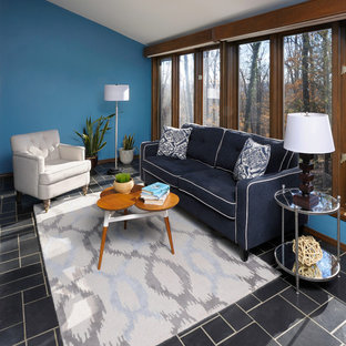 Esempio di una veranda boho chic di medie dimensioni con pavimento in ardesia, soffitto classico e pavimento nero