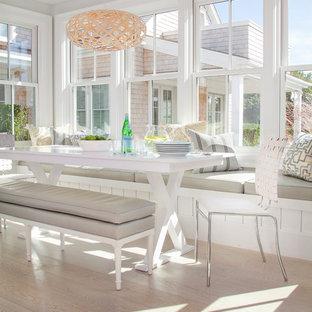 Idee per una veranda moderna di medie dimensioni con parquet chiaro, nessun camino, soffitto classico e pavimento beige