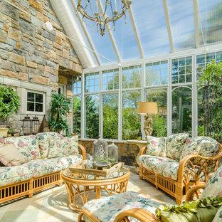 Inspiration för ett mellanstort vintage uterum, med glastak och travertin golv