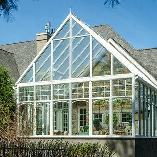 Diseño de galería clásica, de tamaño medio, con techo de vidrio