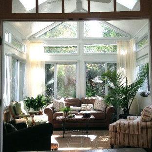 Idéer för små vintage uterum, med mörkt trägolv och takfönster