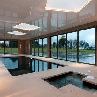 ハンプシャーの大きい長方形コンテンポラリースタイルのおしゃれな屋内プールの写真