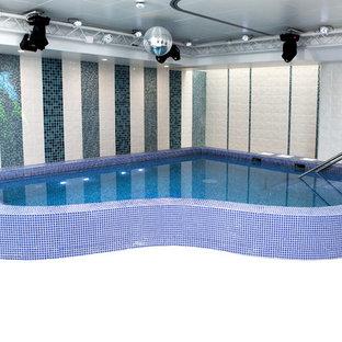Imagen de piscina actual, pequeña, interior y a medida