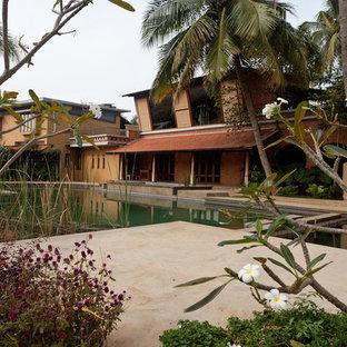 バンガロールのアジアンスタイルのおしゃれなプールの写真