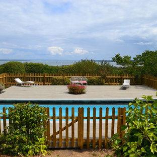 Modelo de piscina romántica, de tamaño medio, rectangular, con entablado