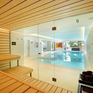 Ejemplo de piscina contemporánea rectangular y interior