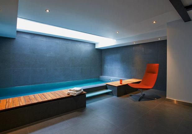 Contemporary Swimming Pool by Domus Nova