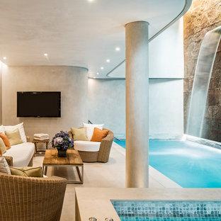 Ejemplo de piscina con fuente alargada, actual, interior y rectangular