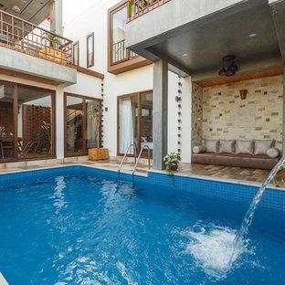 Modelo de piscina asiática, a medida, en patio, con adoquines de hormigón