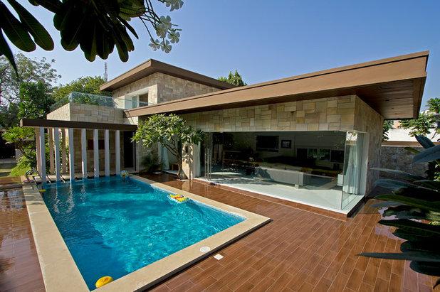 Modern Swimming Pool by Usine Studio