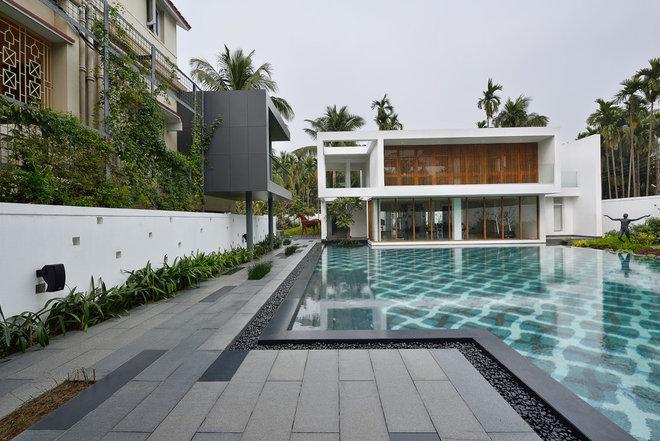 Contemporary Swimming Pool by Abin Design Studio