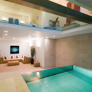 Photo of a contemporary rectangular infinity swimming pool in London.