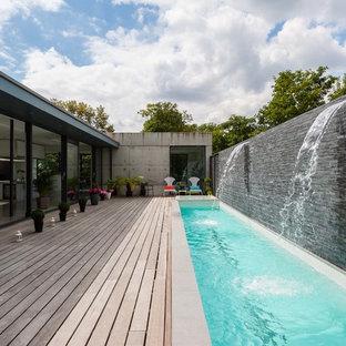 Idee per una piscina monocorsia minimal rettangolare con pedane e fontane