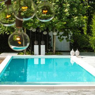 Foto de piscinas y jacuzzis infinitos, modernos, grandes, rectangulares, en patio lateral, con losas de hormigón