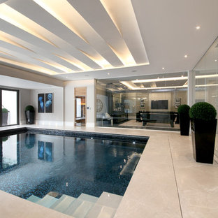 Ispirazione per una piscina coperta chic rettangolare