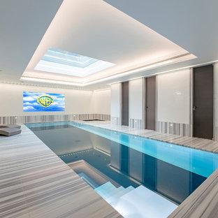 Cette image montre une piscine design de taille moyenne et rectangle avec du carrelage.