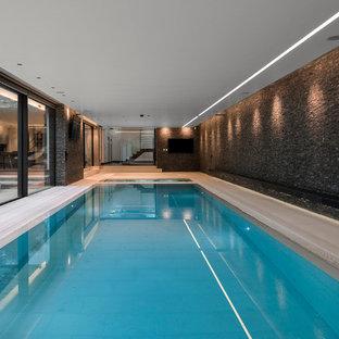 Foto de piscinas y jacuzzis actuales, extra grandes, rectangulares y interiores
