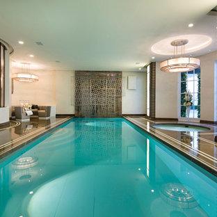 Foto di una grande piscina coperta classica rettangolare