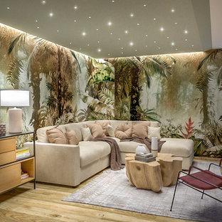 Cette image montre un grand sous-sol ethnique enterré avec un mur multicolore, un sol en carrelage de porcelaine, un poêle à bois, un manteau de cheminée en métal, un plafond décaissé et du papier peint.