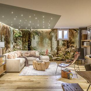 Inspiration pour un grand sous-sol ethnique enterré avec un mur multicolore, un sol en carrelage de porcelaine, un poêle à bois, un manteau de cheminée en métal, un plafond décaissé et du papier peint.