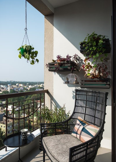 Contemporary Balcony by loc design house