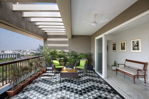 Contemporary Balcony by STUDIO YAMINI