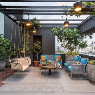 Свежая идея для дизайна: пергола на балконе в стиле лофт с металлическими перилами - отличное фото интерьера