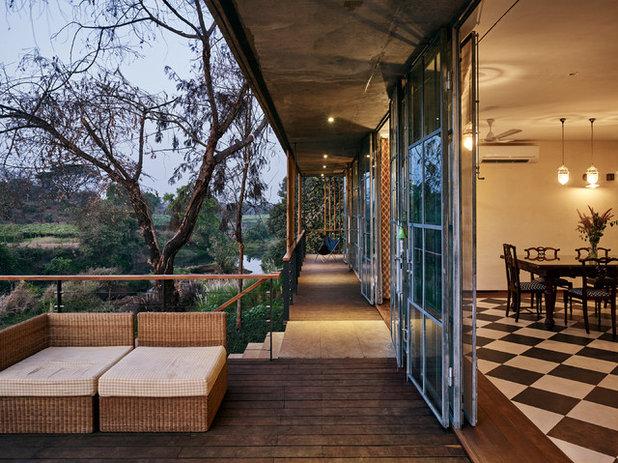 Contemporary Balcony by Architecture BRIO