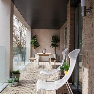 Ispirazione per terrazze e balconi boho chic con un tetto a sbalzo