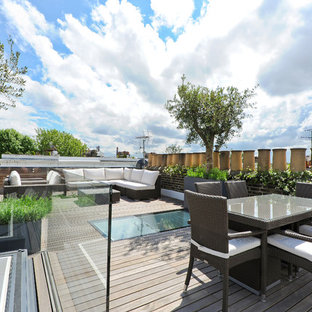 Photo of a medium sized classic roof terrace and balcony in London with no cover.