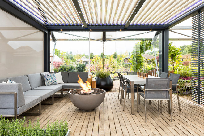 Contemporary Deck by Solus Decor UK Ltd