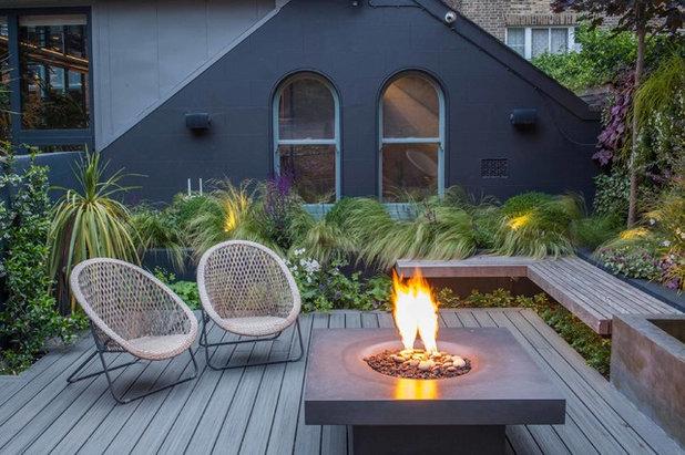 Contemporary Terrace by Simon Orchard Garden Design