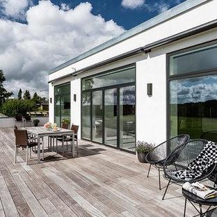 Mid-sized danish backyard deck photo in Aarhus