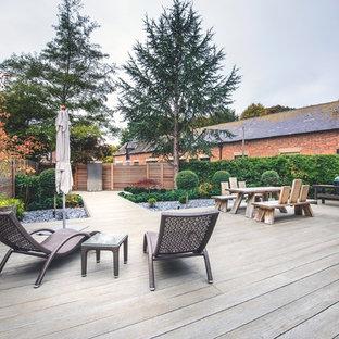 Esempio di una piccola terrazza design dietro casa con nessuna copertura e fontane