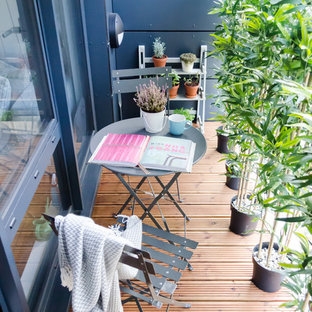 Deck - small scandinavian rooftop deck idea in London with a roof extension