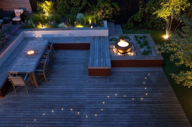Contemporary Terrace by Kate Eyre Garden Design