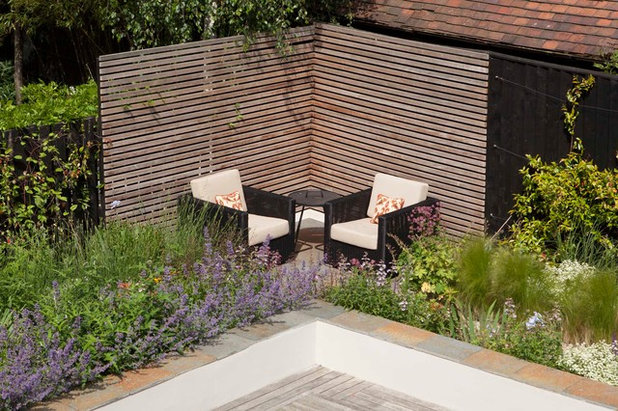 Contemporary Terrace by Kate Eyre Garden Design