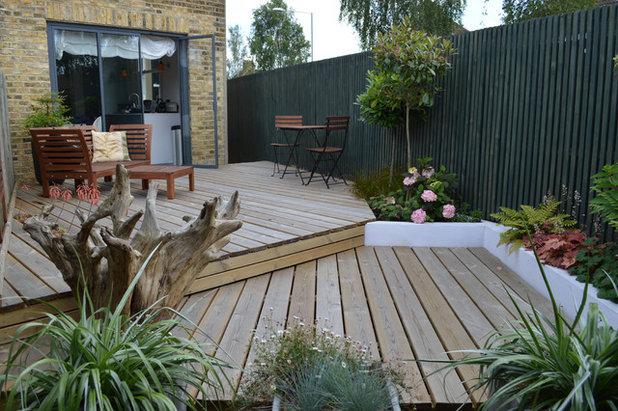 Contemporary Terrace & Balcony by Bright Green Garden Ltd