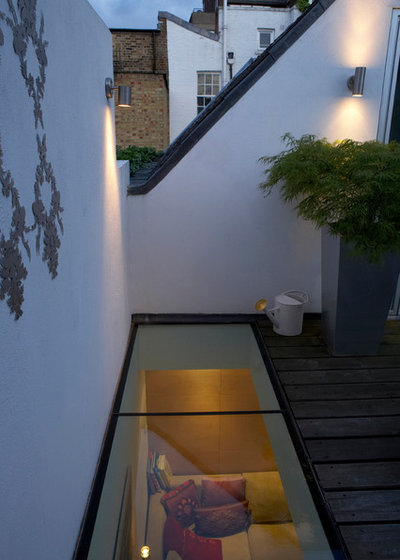 Contemporary Deck by London Garden Designer