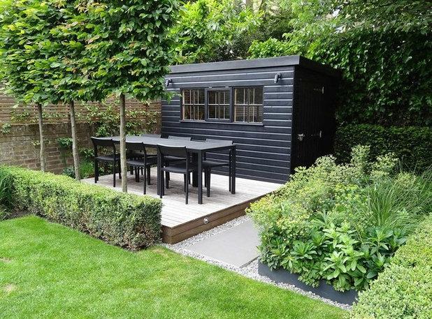 Contemporary Deck by James Lee Landscape Design